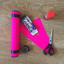 Glue-paper-scissors... and Fluo-Pink paper !